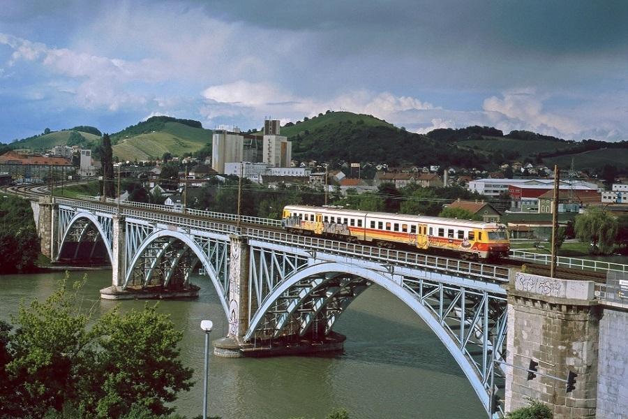 814-111-auf-der-Draubrcke-in-Maribor-am-1-Juni-2006