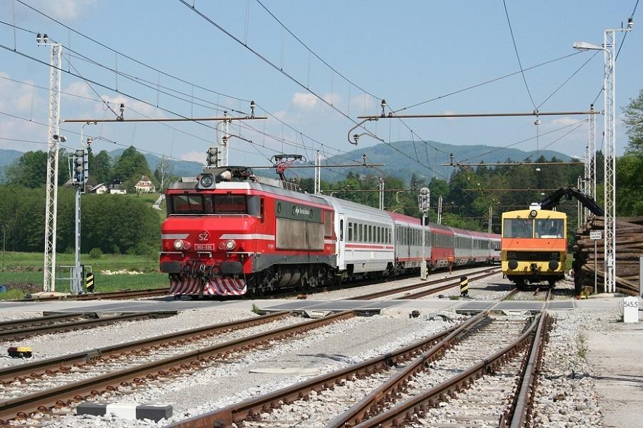 KM-33745-der-363-036-EC-157-in-Ponikva-am-8-Mai-2013