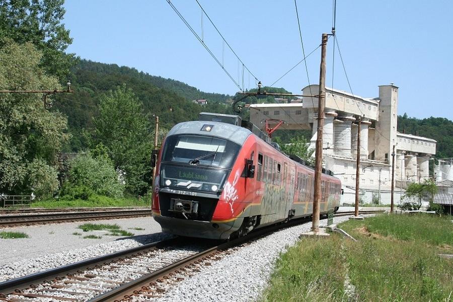 KM-42128-312-101-Kresnice-mit-Seilbahn-Frachtgondel-25052009